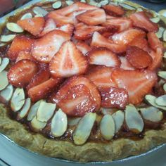Strawberry Almond Custard Pie (vegan) | Made Just Right by Earth Balance #vegan #earthbalance #recipe