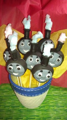Thomas Cakepops by Goochie Gourmet