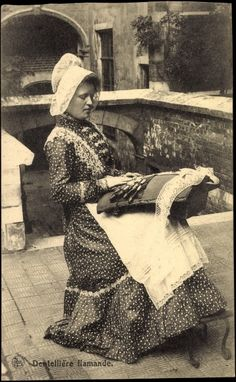 Vlaamse kantwerkster 1915- Postcard Dentellière Flamante, Flämische Klöpplerin, Klöppeln | akpool.co.uk