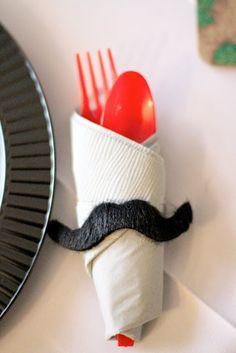 Bigote como servilletero! / Mustache as a napkin ring!