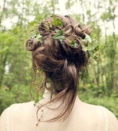 Bride's loose wedding hairstyle updo with ivy flower crown corona halo
