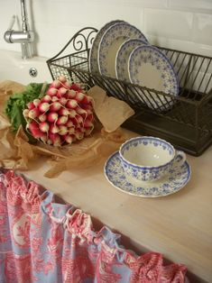 dish rack and dishes