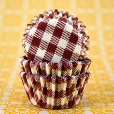 Maroon cupcake liners- what a great idea!