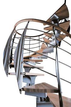 escalera helicoidal con zanca central (estructura metálica y peldaños de madera) PRIMA by Giugiaro Architettura RINTAL