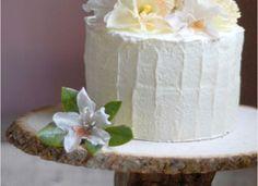 Stump cake stand, rough cake edges, flowers