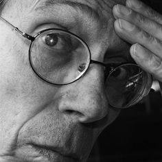 Antonio Pérez González (Ñiko). Diseñador gráfico. Licenciado en Historia del Arte General de la Universidad de la Habana.    Comenzó a trabajar en el ICAIC en el año 1968, en el departamento de Publicidad o affiches como se le conocía, dirigido por Juanita Marcos. En el año 1988 llegó a México donde trabaja y reside actualmente.