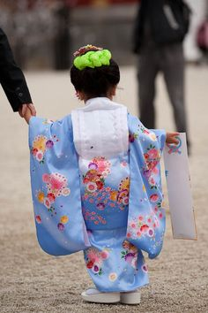 Little girl in #kimono #kids #japan Shichi-go-san