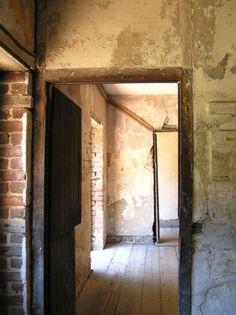 Aiken-Rhett House first floor in slave quarters
