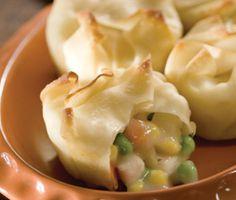 Chicken Pot Pie Bundles wonton wrappers, chicken breasts, muffin tins, pie crusts, chicken pot pies, mini pot pies, egg rolls, pie bundl, lunch