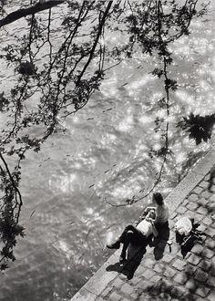 Alfred Eisenstaedt, Lunch hour at river Seine just below Notre Dame Cathedral, Paris, 1963.