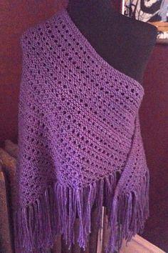 Free Pattern: Eyelet Lace Shawl by Universal Yarn