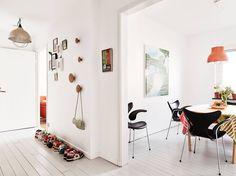 Light flooded apartment in Gotheburg - via Coco Lapine Design