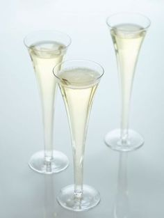¡Viva la espuma! Vodka Champagne cocktail with lime juice