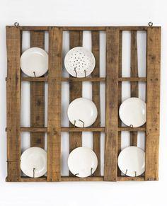 = plate shelving display = pallet DIY