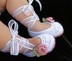 crochet booties with ribbon added