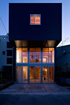 House in Waga-Zaimokuza by Architect Cafe #artchitecture #residence #house #btl #buytolet pinned by www.btl-direct.com the free buytolet mortgage search engine for UK BTL deals instant quotes online