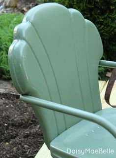 How to Paint Metal Chairs @ DaisyMaeBelle metalic paint metal chair, easili paint