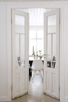 those doors to that dining room!