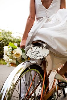 just married sign on a bike. photo by katiedayphoto.com