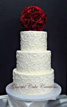 Elegant White Buttercream Wedding Cake | Flickr: Intercambio de fotos