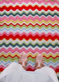Beautiful colorful #crochet ripple blanket from Coco Rose Diaries