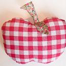 Coussins, Petit coussin pomme est une création orginale de Mademoiselle-No-M sur DaWanda