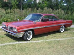 Few classic American full-size cars are better looking than the 1961 Pontiacs. Fewer still had options like 8-lug aluminum wheels and three two-barrel carbs.
