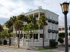 South Carolina's Charleston offers a kid-pleasing combination of history and fun. Here's a look at four ways to enjoy some quality family time in this charming Southern city.