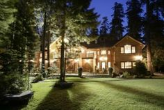 Back in prehistoric times when travel agents roamed the earth, we'd been steered to the King Pacific Lodge in British Columbia for a couple of terrific but expensive vacations. This year, we wanted a King Pacific-like experience but easier to get to and easier on our wallets.