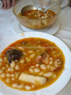 Cocido montañés (Cantabria)      Este plato se caracteriza por utilizar alubias en vez de garbanzos. Junto a la berza y el cerdo, estas alubias forman el plato más típico de Cantabria.
