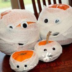 Halloween Craft: Pumpkin Mummies