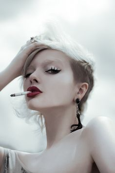 Winged eyeliner and red lips