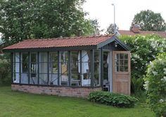 Garden Shed [http://ellinorshus.blogspot.com/2012/04/varen-ar-har.html] #garden #shed #potting #outdoor #cottage #spaces
