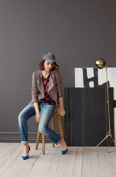 Baseball cap paired with pop of color heels, such a fun way to wear more hats this fall!