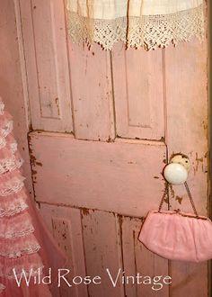 LoVeLoVe~  Love the pink door!!!!
