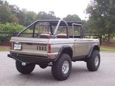 1969 Ford Bronco, never seen this color on a Bronco. Kinda like it.