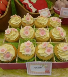 Cupcakes de flores para una fiesta Peppa Pig / Flower cupcakes for a Peppa Pig party