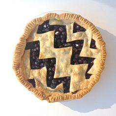 Learn how to create a chevron pie crust.