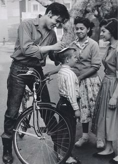 Elvis signing autograph on kid's head!