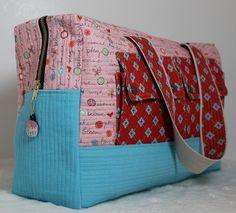 Cute bag by smallfields411 from free Cargo Duffle pattern by Noodlehead here: http://www.robertkaufman.com/quilting/quilts_patterns/Cargo_Duffle/