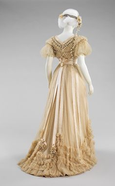 Incredibly gorgeous vintage gown dotted swiss with lily of the Valley, 1910. I was so born in the wrong era!