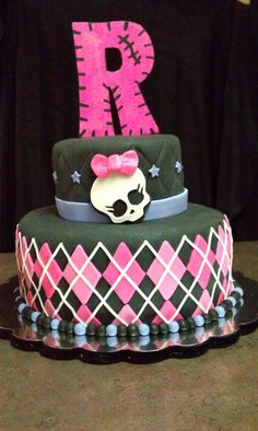 monster high birthday, birthday parties, decorating ideas, wooden letters, small cakes, party cakes, monster high cakes, monster high party, birthday cakes