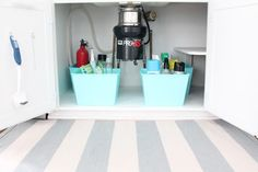 How to organize {and maintain} the dreaded area under the kitchen sink, for just $4! #organization #diy #easy
