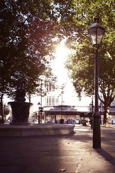 Sunbeams across Sloane Square, #London 20°C | 68°F #BurberryWeather
