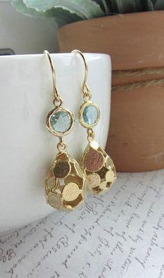 gold + soft blue. love!