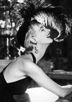 Sunny Harnett by Richard Avedon, August 1951. hats, vintag, paris, fashion, richard avedon, juli 1951, dresses, sunni harnett, photo
