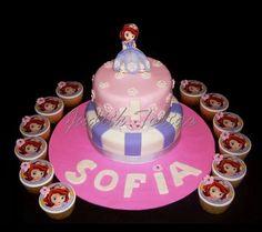 """Torta y ponquesitos decorados con fondant """" Princesa Sofia"""""""