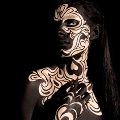 Make-up Artist : Alex Box