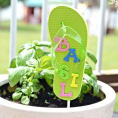An adorable flip flop garden marker, and other fun summer flip flop crafts for kids!