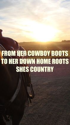 From her cowboy boots to her down how root, She's Country - She's Country - Jason Aldean